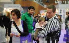 El número de permisos de maternidad y paternidad se iguala, pero no el tiempo de baja