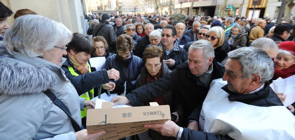 Cientos de jubilados alaveses protestan contra la «vergonzosa» subida de las pensiones