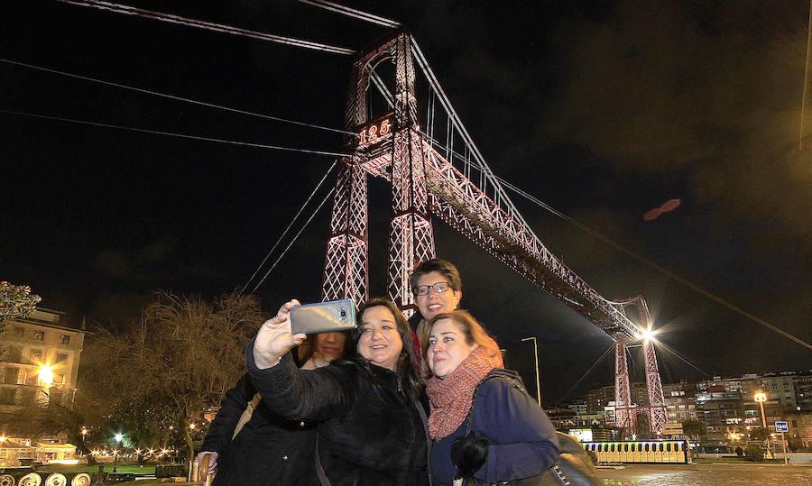El Puente Colgante se ilumina por su 125 aniversario