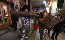 Farolín y Zarambolas dan el pistoletazo de salida a un Carnaval pasado por agua