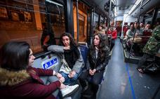 Un autobús para ir más tranquilas: «El peligro llega hasta la puerta de casa»