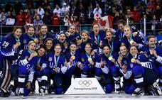 Estados Unidos recupera el oro olímpico en hockey después de 20 años