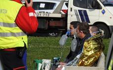 Cinco trabajadores intoxicados por humo en un incendio en una nave industrial en Sondika