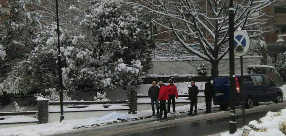 Fallece un hombre de 65 años en Galdakao por un golpe en la cabeza tras resbalar en la nieve
