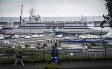 El Puerto de Bilbao desaloja de sus instalaciones a los inmigrantes acampados