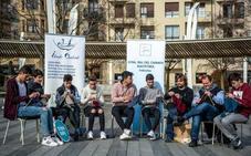 Tejiendo la igualdad: adolescentes se reúnen para hacer punto en Indautxu