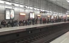 El metro ofrece servicios del 65% y la normalidad reina en Bizkaibus