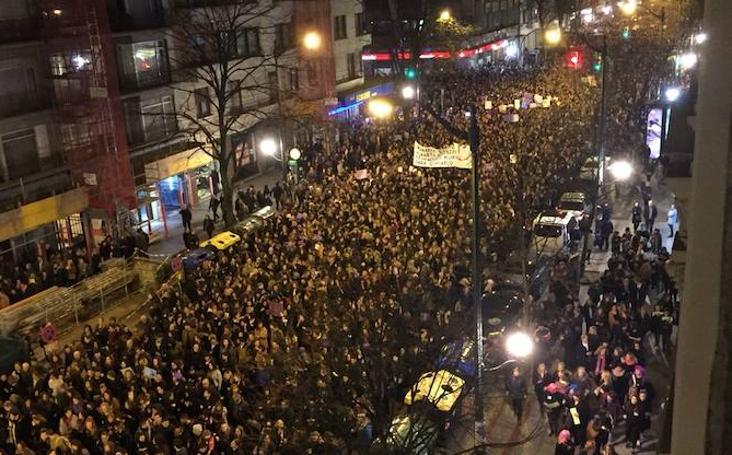 Miles de mujeres se manifiestan en Bilbao reclamando igualdad