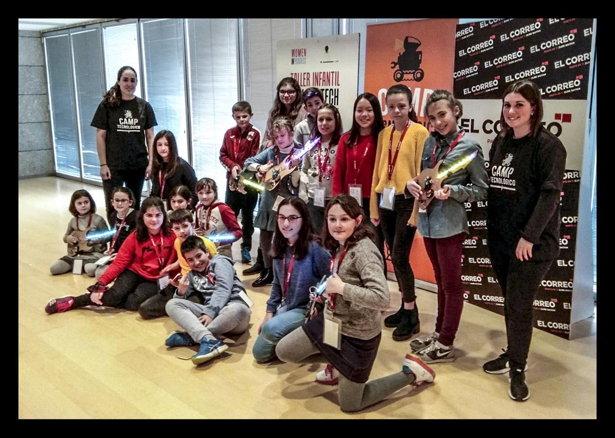 """Los txikis crean instrumentos eléctricos en el taller """"Girls & Tech"""""""