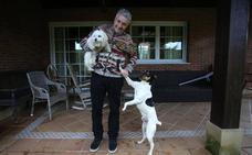 La mascota de... Fernando Canales: «Proyectar cariño hacia un perro nos hace felices»