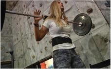 Ellas también se apuntan a las pesas: los mejores ejercicios para tonificar el cuerpo