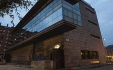 Polémica en el pleno de Galdakao porque Torrezabal reparta una docena de invitaciones