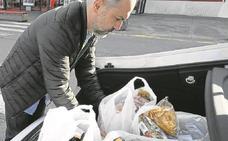 Cientos de comercios vizcaínos cobran las bolsas de plástico pese a no ser obligatorio