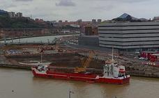 Comienza el traslado de tierra del canal de Deusto para rellenar el Puerto