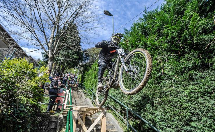 Las espectaculares imágenes del Bilbao Downhill de Rekalde