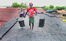 Lo que también ven los satélites comerciales: trabajadores en régimen de esclavitud