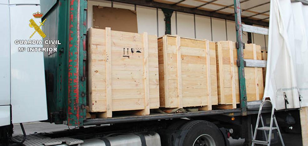 Detienen en el peaje de Llodio a un camionero de Bermeo con 658 kilos de hachís
