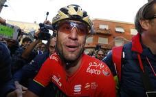 Vincenzo Nibali abandona la Itzulia por una «dolorosa lesión cutánea»