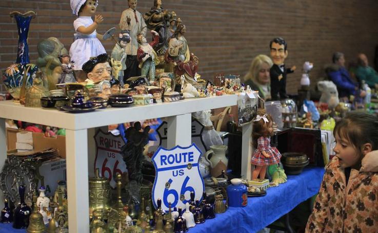 Un exposición de pelota vasca, legos y perfumes en miniatura