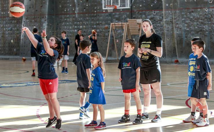 Baloncesto en tres idiomas