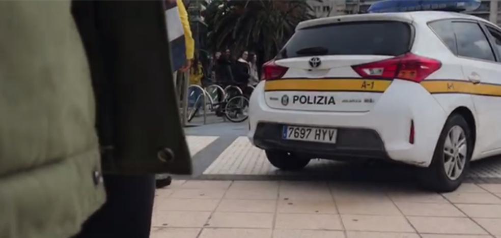 Un bilbaíno frena a un hombre que esgrimía un cuchillo en pleno paseo de La Concha