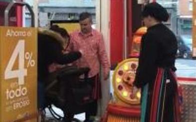 Sorprendidas robando en un supermercado de Bolueta por el método del 'carrito de bebé'