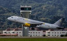 La huelga de pilotos de Vueling amenaza a 200 vuelos en Loiu a finales de mes