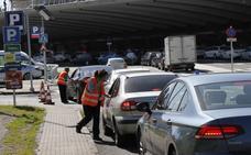 Los aparcamientos del aeropuerto de Bilbao recobran la normalidad tras un nuevo colapso