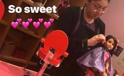 Victoria Beckham lleva a las muñecas de su hija a la peluquería