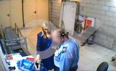 El vídeo que ha acabado con Cifuentes: pillada robando cremas en un 'súper' en 2011