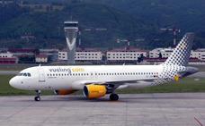 Vueling cancela hoy doce vuelos a y desde Loiu por la huelga