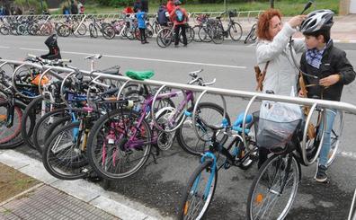 A Armentia, mejor en bicicleta y con paraguas
