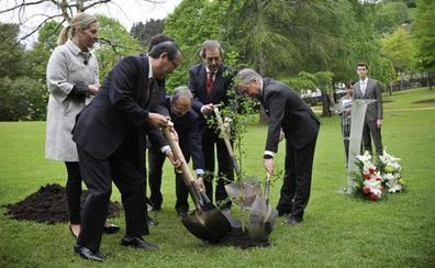 Gernika recibe al alcalde de Hiroshima para cerrar el 81 aniversario del bombardeo
