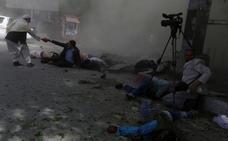 Un doble atentado con bomba del Daesh en Kabul causa al menos 29 muertos, 9 de ellos periodistas