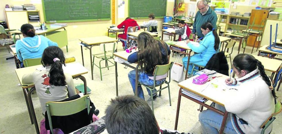 Educación reforzará con docentes y recursos a 120 escuelas públicas con mayores necesidades