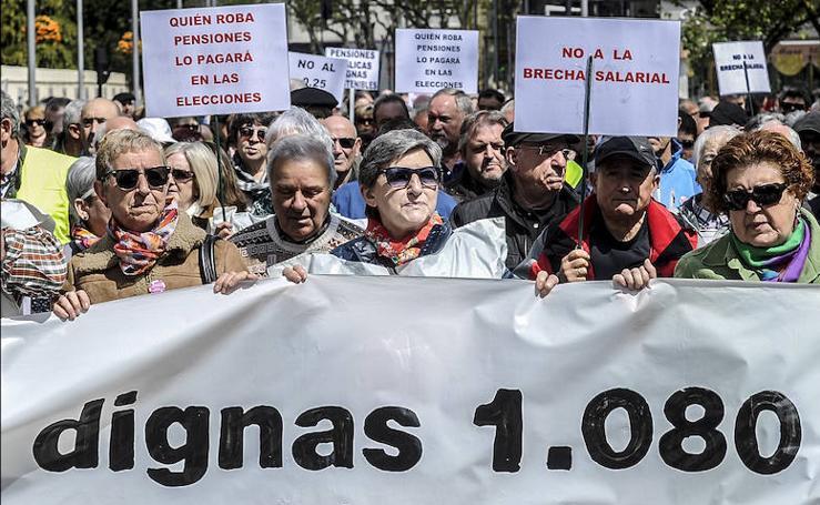 Miles de personas vuelven a manifestarse en Vitoria por unas pensiones «dignas» y mayores salarios