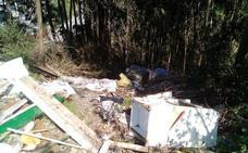 Piden la limpieza en Güeñes de dos zonas donde se acumulan vertidos ilegales