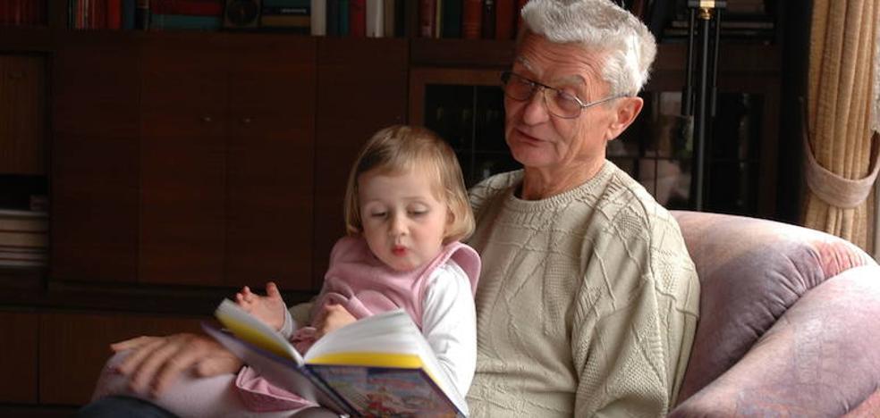 ¿Se pueden evitar los roces entre abuelos y padres por la crianza de los niños?