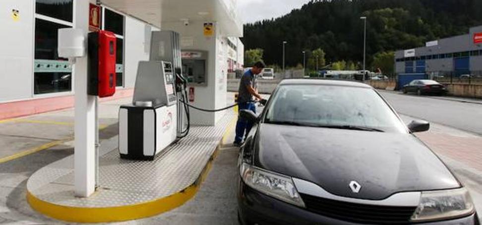 La gasolina otra vez por las nubes: aumenta más de un 15% los cuatro primeros meses del año