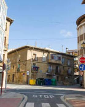 Un informe alerta del riesgo de derrumbe del tejado de un inmueble en la calle Linares Rivas