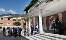 Rajoy dice a víctimas que no habrá cesiones pero algunas piden más compromiso
