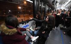 Los jóvenes de Lea Artibai eligen el autobús para ir de fiesta