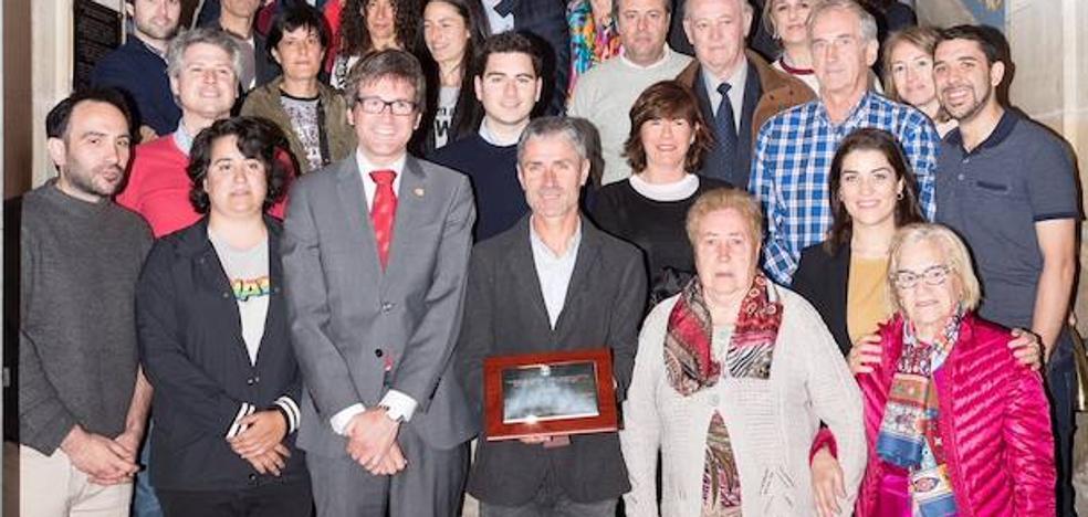El Ayuntamiento de Vitoria homenajea a Martín Fiz