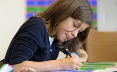 Educación estudia adjudicar las becas de material escolar a los centros y no a las familias
