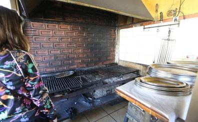 Asaltan un restaurante de Zierbena, cocinan pescado y dejan las raspas