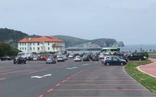 Aparcar el coche junto a la playa de Gorliz este verano costará 8 euros al día