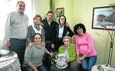 Teresa Pérez ingresa en el club de honor de los jarreros centenarios