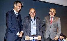 El CEA homenajea al periodista de EL CORREO Paco Góngora en el 25 aniversario del Anillo Verde