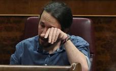 Pablo Iglesias rompe a llorar en pleno Congreso con el aplauso de las víctimas de 'Billy el Niño'