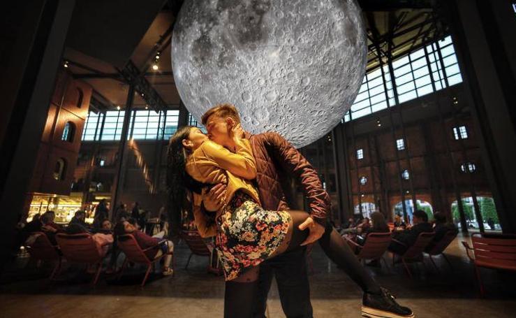 La luna arrulla en Bilbao